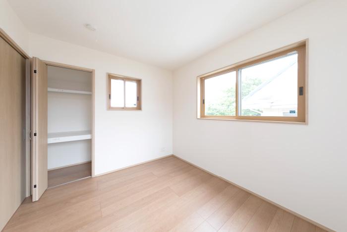 2Fリビングスペースの横には、新たに1部屋を増築。寝室や趣味空間など、様々なライフスタイルに対応できるマルチな空間を創出しました。