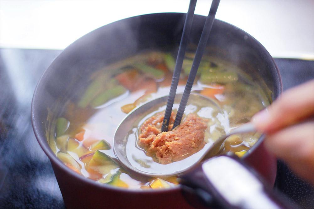 秋の根菜味噌汁